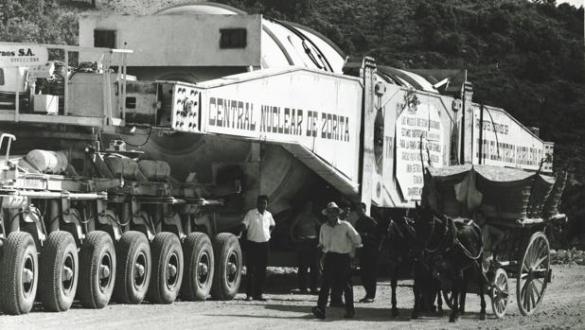 El reactor nuclear camino de la central nuclear de Zorita, en 1968 - ABC